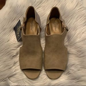 Natural Soul DAYA Taupe Wedge Shoes Sz 9.5W. NWT!